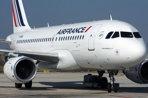 Власти Франции выделят авиакомпании Air France помощь в 7 млрд. евро