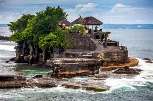 Индонезию продолжает трясти