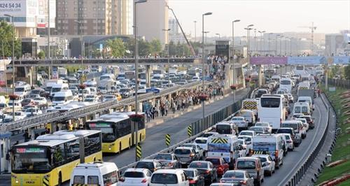 TÜRSAB осудил преследования и нападения в Стамбуле на туристические автобусы