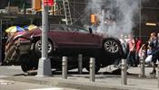 Автомобиль на бешеной скорости атаковал людей на Таймс-сквер
