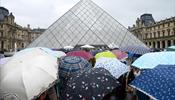 Работники Лувра задохнулись от посетителей